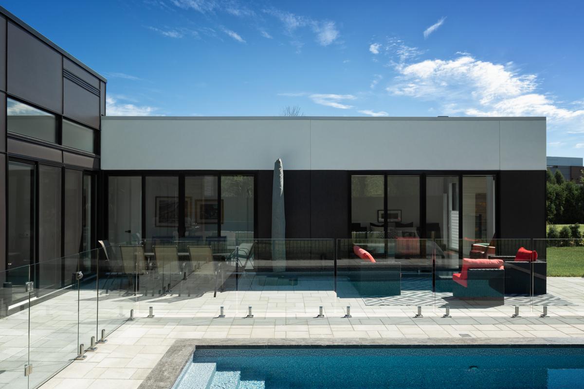 Piscine design moderne maison d'architecte