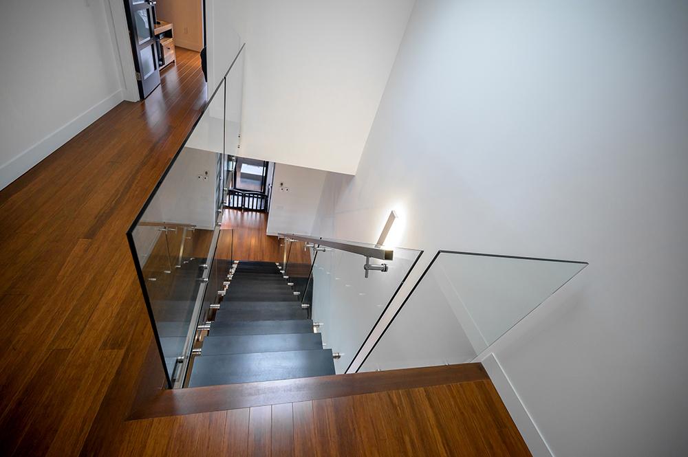 Design escalier acier et verre